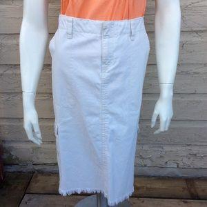 TH white knee-length skirt with frayed bottom